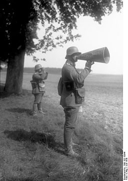Bundesarchiv, Bild 102-10044 / CC-BY-SA [CC-BY-SA-3.0-de], via Wikimedia Commons